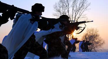 林海雪原再现黑土地 武警配雪白风衣03式步枪