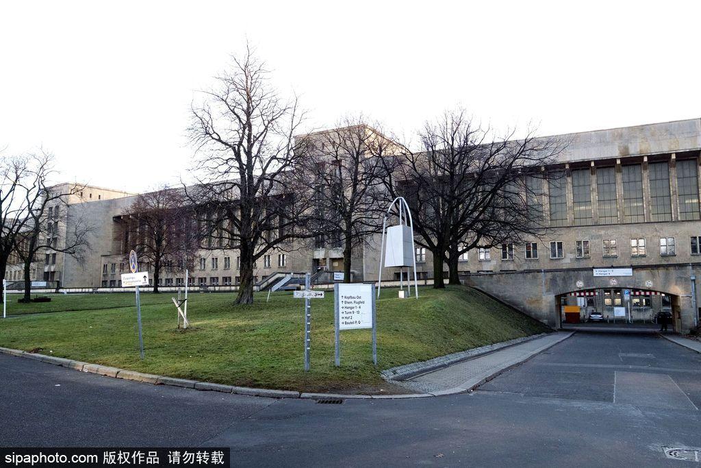 """德国""""希特勒机场""""被改造作为临时难民营"""