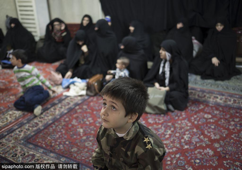 伊朗清真寺举行反美集会 悬挂海报恶搞奥巴马