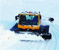 游客夜间滑雪撞上压雪机 一人骨折一人昏迷(图)