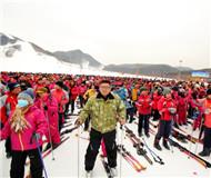 北京第二届冰雪季启动 仪式现场2022人同时体验滑雪