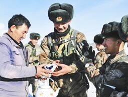 新疆塔城某边防团拉练路上拥军情