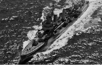 美军功勋驱逐舰把星星当德机 狂躲险让水兵吐