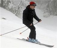 滑雪运动魅力大!梅德韦杰夫新年假期将赴索契滑雪