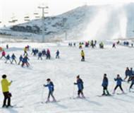 """天山天池滑雪场备战""""十三冬""""造雪12万立方米"""