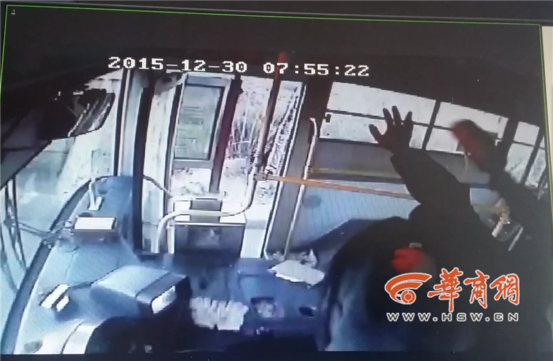公交车司机遭男子暴打 生命垂危