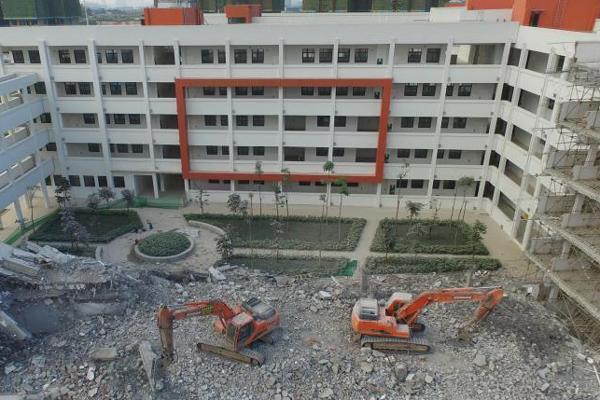 广西一栋教学楼刚建好就被拆除