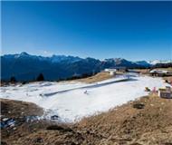 瑞士阿尔卑斯山区迎来降雪 部分雪场仍缺雪(图)