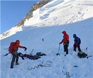 法国东南部山区连发雪崩造成两名滑雪者死亡