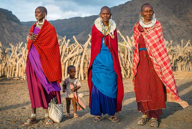 探访坦桑尼亚部落生活:吃猴肉吸大麻