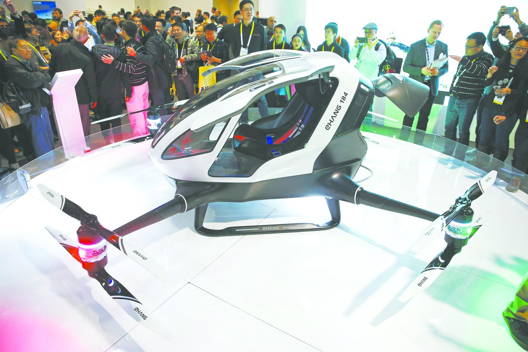 中国首款载人无人机亮相CES 续航力仍是大问题