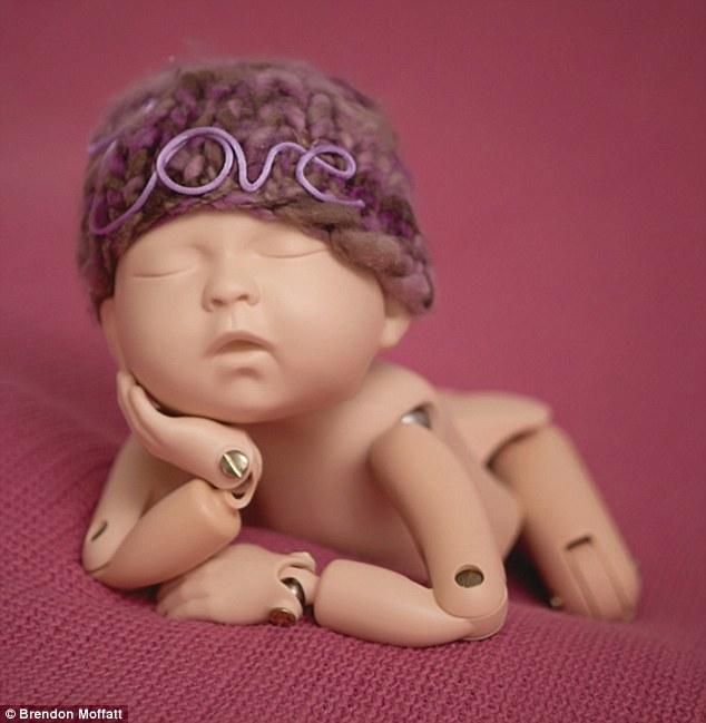澳摄影师夫妇拍自制婴儿模型 获数百万众筹资金
