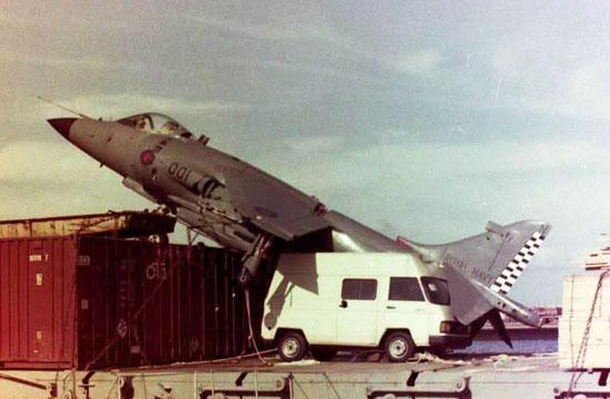 英军鹞式战机曾迫降西班牙货轮
