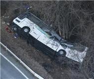 日本一载滑雪游客巴士翻车 已致13死28伤