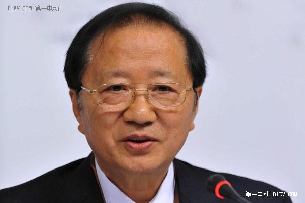 陈清泰:电动车发展要警惕快速扩张背后的风险
