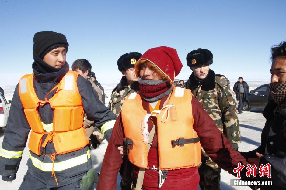 两名僧侣青海湖遇冰裂 被困19小时后获救