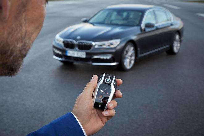 新美版宝马7系采用遥控泊车 通过钥匙控制