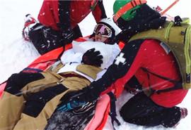 滑雪好玩谨防骨伤