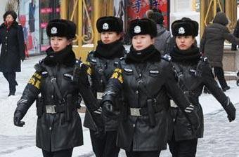 零下30度哈尔滨警花上街巡逻