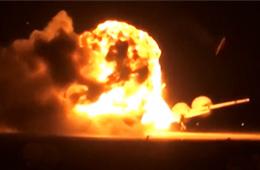 实拍俄罗斯图-95轰炸机起飞时爆炸