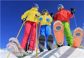 想滑雪先学会正确摔倒