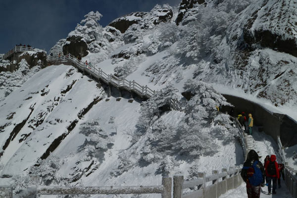 黄山降雪达40厘米 美若童话世界