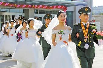 火箭军27对新人举办集体婚礼