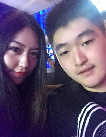 赵本山/赵本山儿子被曝夜店庆生与众美女合影自拍