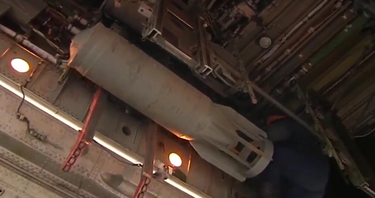 俄战略轰炸机空袭叙境内IS最新视频曝光