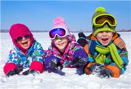 孩子太小不宜参加滑雪