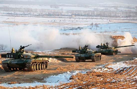 驻东北99坦克雪域训练横刀立马