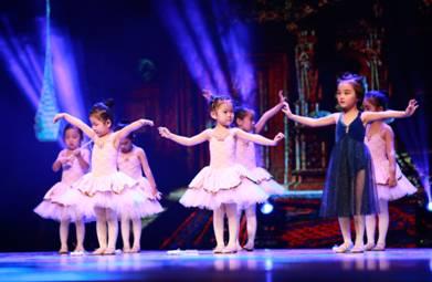 Isee灰姑娘2200多名小演员共同演绎 爱跳舞的灰姑娘