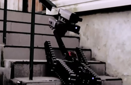 俄罗斯小身板战斗机器人展示强大战力