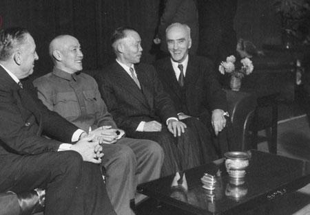 蒋介石选择迁台最大原因:李宗仁再三逼其出国