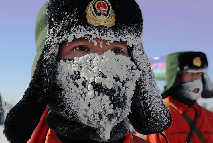 下巴挂冰柱!森林武警-42℃茫茫雪原练兵(图)