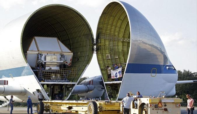 """NASA""""超级古比鱼""""运输机成功运送航天飞船组件"""