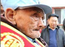 河南辉县:社会爱心人士给抗战老兵拜年送祝福