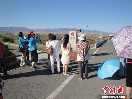 新疆力推口岸跨境游 拓展丝路旅游国际通道