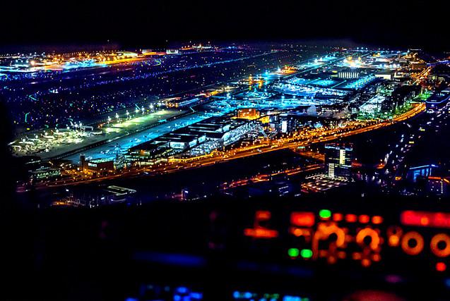 德国飞行员驾驶舱里拍摄震撼美景