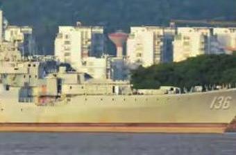 海军老舰136号在船厂被扒光