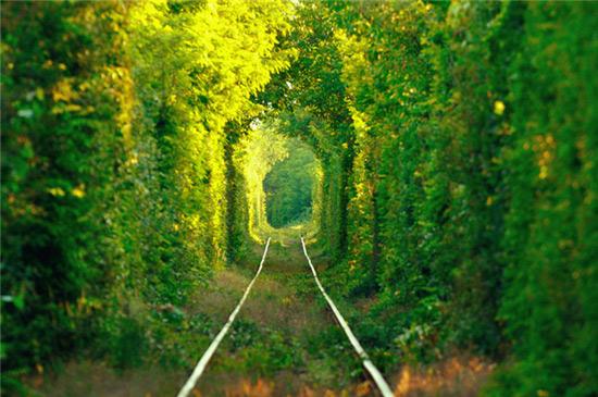 """穿越乌克兰四公里""""爱情隧道"""""""
