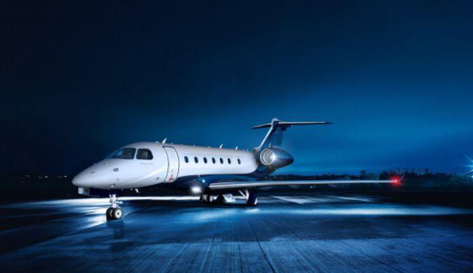 成龙私人飞机Legacy 500曝光 价值2000万美元-全球视角