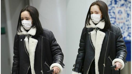 杨幂返京过年 口罩遮面眼神凌厉