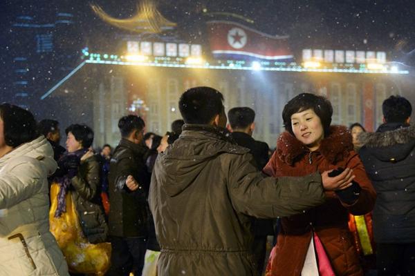 朝鲜举行大型集会 庆祝卫星发射成功