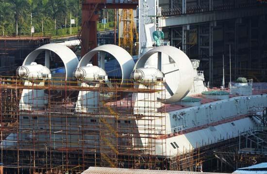 过节不休:船厂多艘新战舰在建