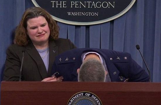 美少将发布会谈及F-35项目晕倒