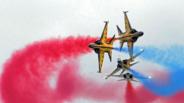新加坡航展飞行表演预先上演