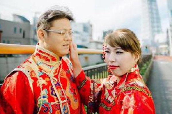 情侣花19万到日本拍婚纱 看到照片后崩溃了