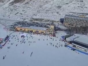 无人机俯瞰山地回转颁奖台