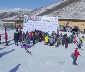 无人机航拍:山地回转障碍赛颁奖正在进行时